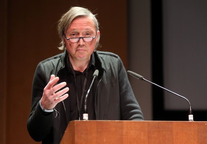 "Erich Hörl at ""Becoming Infrastructural – Becoming Environmental"", transmediale 2017"